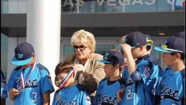 Mayor and the City hold parade for Mountain Ridge Little Leaguers