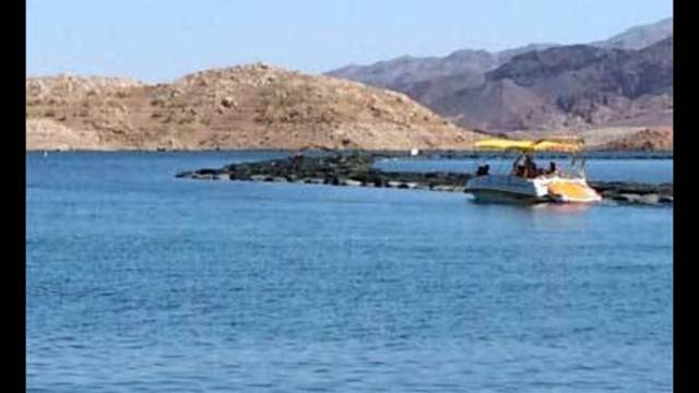 Thousands head to Lake Mead to bid farewell to summer