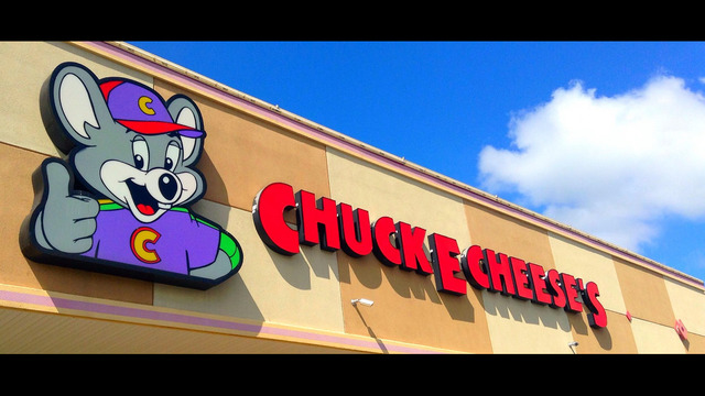 Man attempts to rob Chuck E. Cheese during job interview