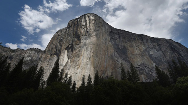 Las Vegas climber is 1st up Yosemite's El Capitan without ropes