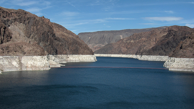 18-year-old dies while swimming in Lake Mead