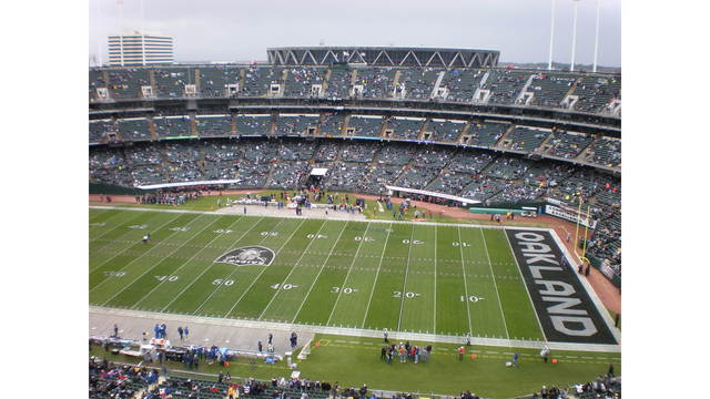 Oakland makes last-ditch effort to keep Raiders from Vegas