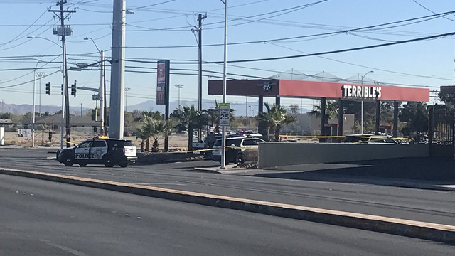 UPDATE: Officer shoots suspect armed with bat at gas station
