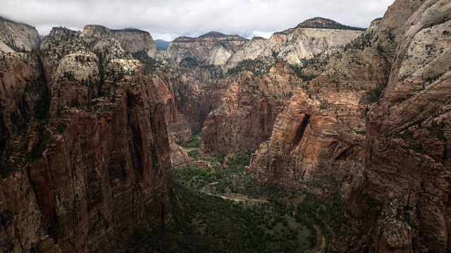 Rock fall injures 2 hikers, closes trail at Zion