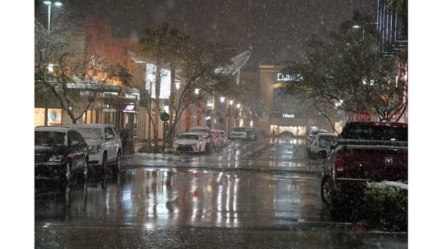 Snow_in_Downtown_Summerlin_from Douglas_Kranz_1_1550732975163.jpg.jpg